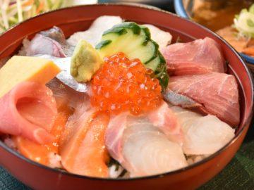 魚の駅「生地」海鮮丼(ズーム)