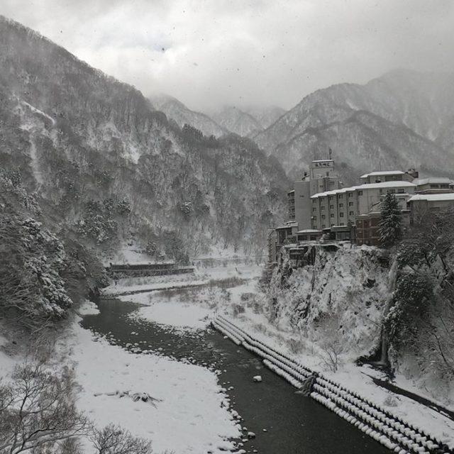 宇奈月温泉街の雪景色