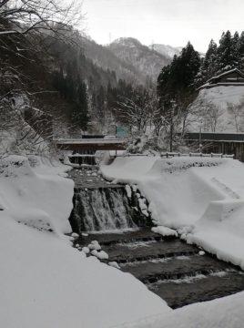 雪景色の宇奈月温泉街
