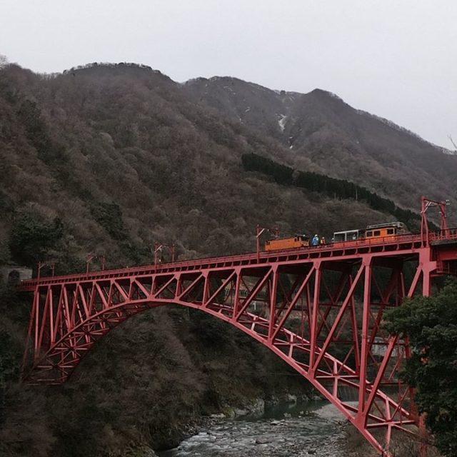 新山彦橋4月